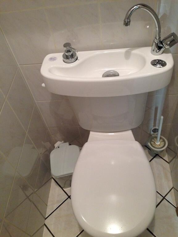 Lave mains pour wc wici concept for Wc petit espace renove