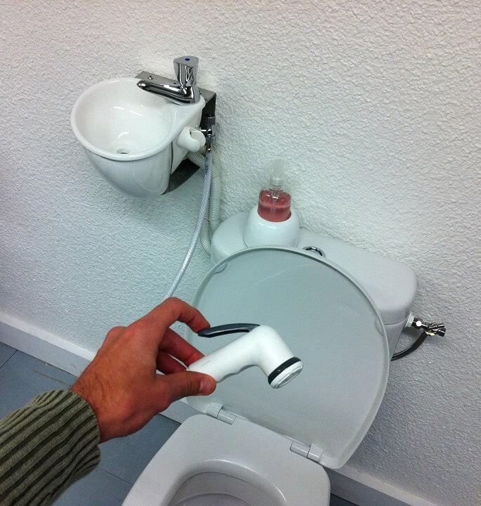wc avec douchette free desineo abattant de toilettes japonais sans lectricit wc bodyclean with. Black Bedroom Furniture Sets. Home Design Ideas